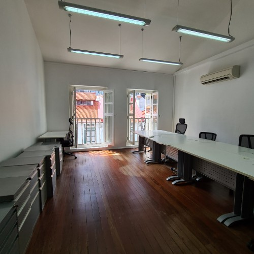 Fitted shophouse for rent